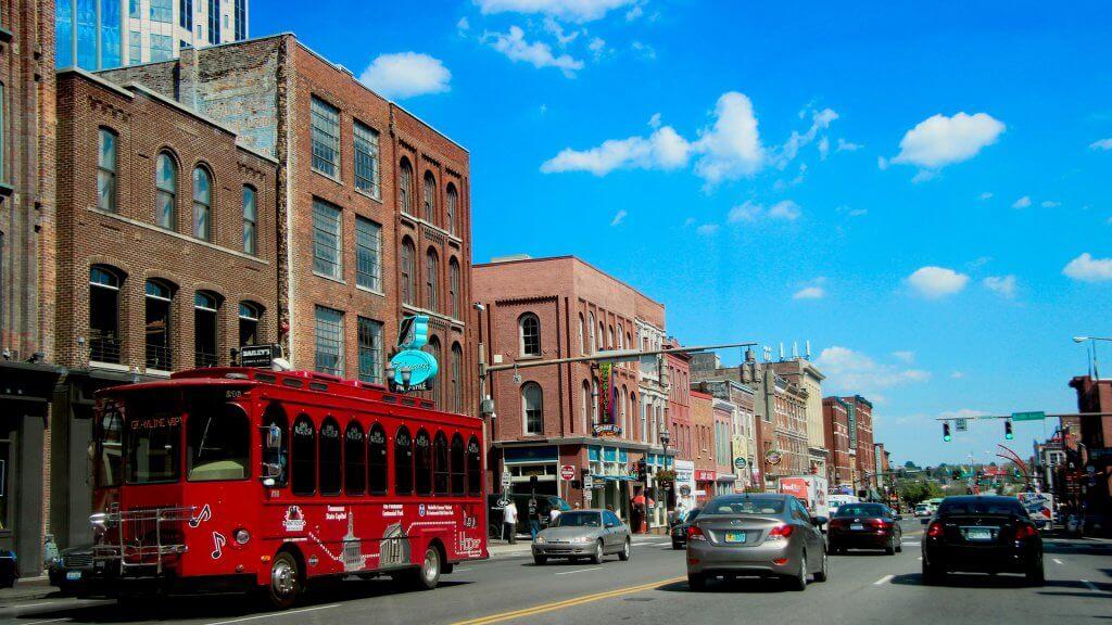cars driving through downtown nashville