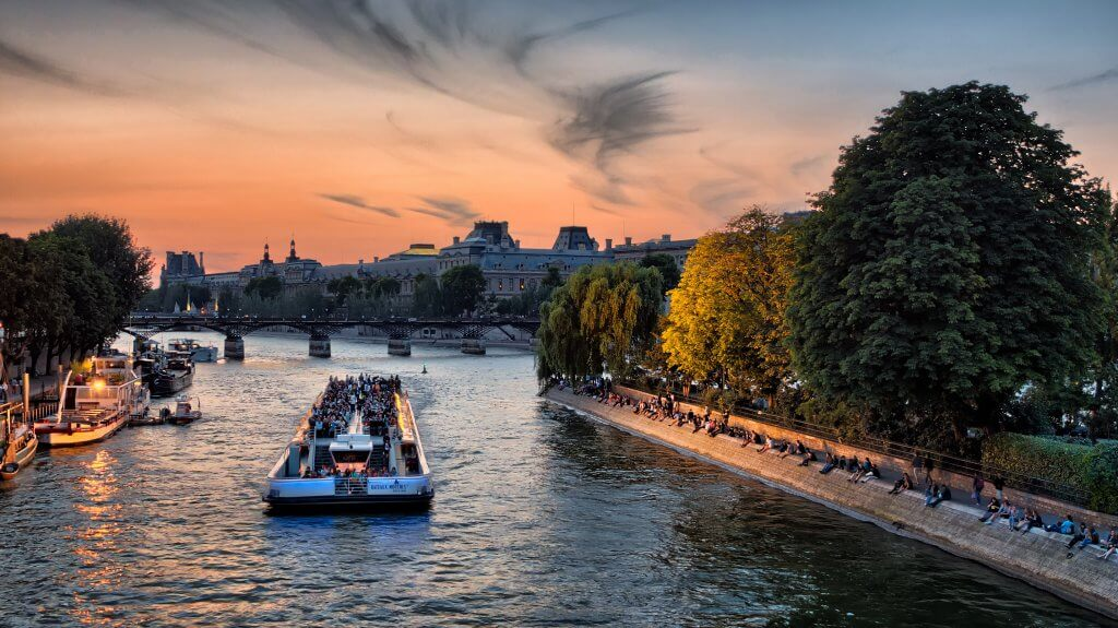 Riverboat cruise on the Seine River on a budget