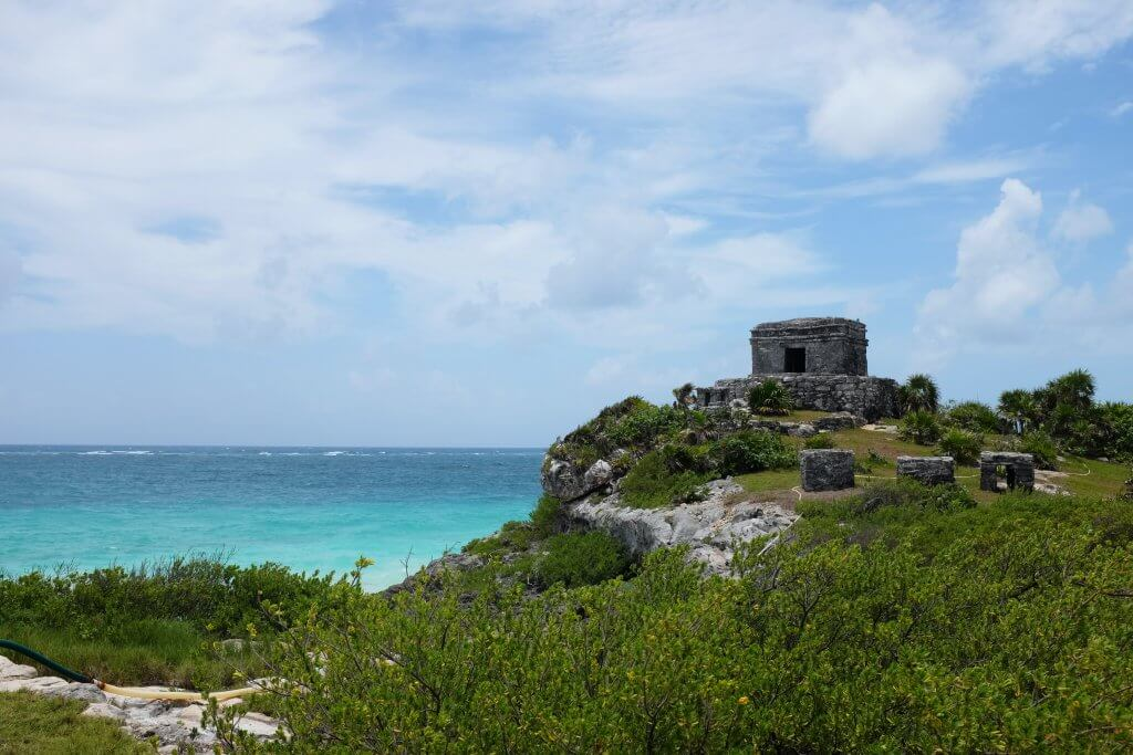 tulum ruins on a cliff overlooking the ocean